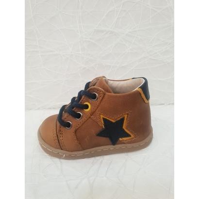 Chaussure à lacets étoile...