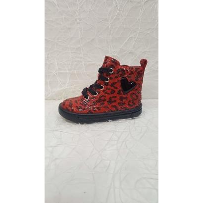 Chaussure à lacets coeur...